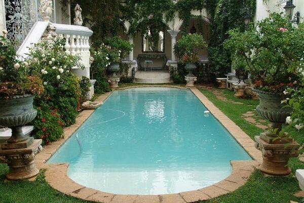 Swimming-Pool-in-Garden-Illyria-House