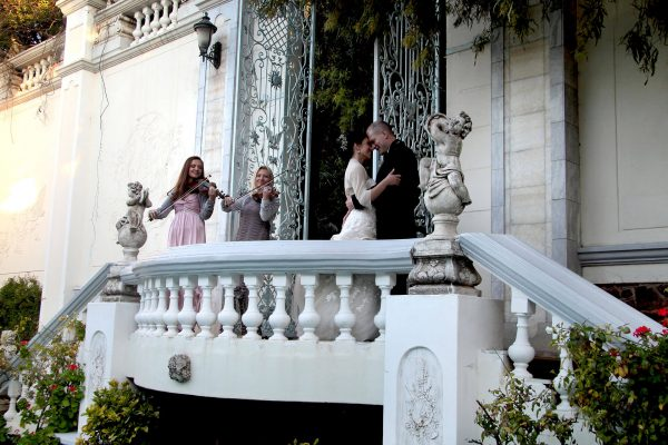 Illyria House Balcony Violins with Bride and Groom