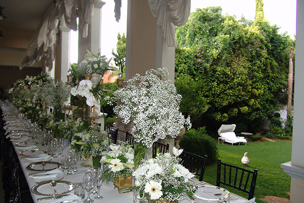 Illyria House White Table with white flowers